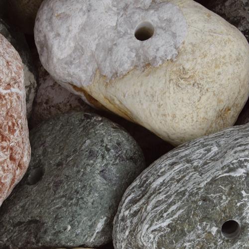 Gebohrte kieselsteine